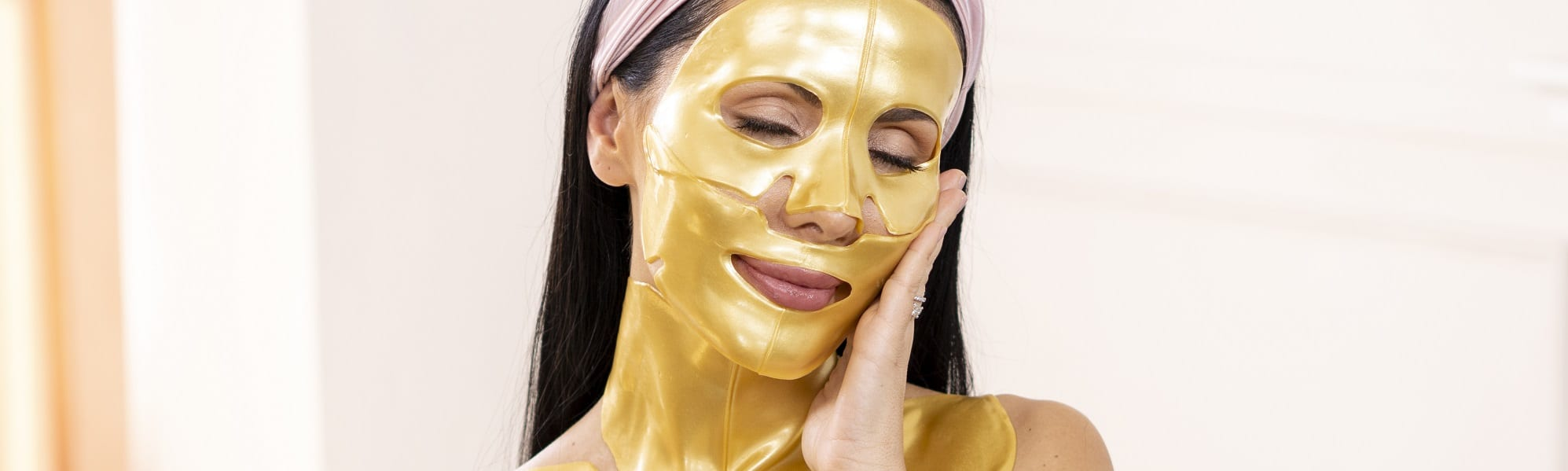 puttin on gold collagen face mask